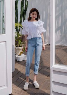 Faded Light Blue Tapered Jeans in 2020 Korean Girl Fashion, Korean Fashion Trends, Ulzzang Fashion, Asian Fashion, Classy Outfits, Casual Outfits, Cute Outfits, Fashion Outfits, White Top And Jeans