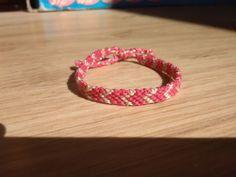 Csomózott karkötő 600 Ft, rózsaszín-bézs hímzőfonálból #2  Knotted bracelet, bracelet, handmade Bracelets, Diy, Jewelry, Jewlery, Bricolage, Jewerly, Schmuck, Do It Yourself, Jewels