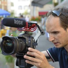 Digital audio recording during video shooting with Nikon High Definition DSLR and RØDE microphones. In the picture test Nikon D600 with RØDE Videomic.