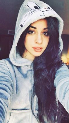 (Camila Cabello) Hai! I'm Bella! I'm 19 and I love everything about winter ❄️ I'm very sweet and friendly, Intro?