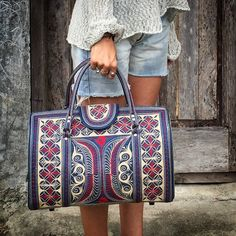 There is no reason to carry a boring handbag! #Banda is the new black…