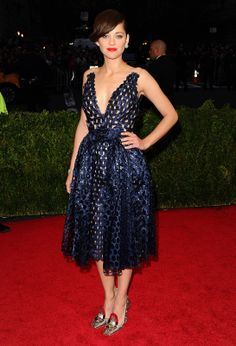 Marion Cotillard en total look Christian Dior haute couture printemps-été 2014 http://www.vogue.fr/sorties/on-y-etait/diaporama/le-gala-du-met-costume-institute-2014/18624/image/998016#!marion-cotillard-en-total-look-christian-dior-haute-couture-printemps-ete-2014