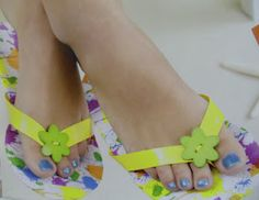 Everyday Life at Leisure: Duct Tape Flip Flops Craft Pattern Duct Tape Projects, Duck Tape Crafts, Summer Crafts, Fun Crafts, Crafts For Kids, Flip Flop Craft, Girls Camp, Camping Crafts, Niece And Nephew