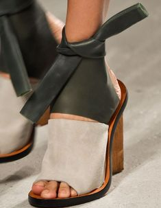 Cute and comfortable leather sandals with heels. Original sandals for fall. 39 Unique Shoes Outfit Ideas To Copy Today – Cute and comfortable leather sandals with heels. Original sandals for fall. Peeptoe Heels, Shoes Heels, Heels Outfits, Shoes Sneakers, Louboutin Shoes, Pump Shoes, Converse Shoes, High Heels, Fashion Week Paris