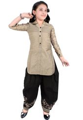 Kids Suits: Buy Salwar Kameez Sets for Kids Online Girls Dresses Sewing, Dresses Kids Girl, Cute Girl Outfits, Girls Frock Design, Baby Dress Design, Stylish Dress Designs, Fancy Blouse Designs, Kids Dress Wear, Kids Gown