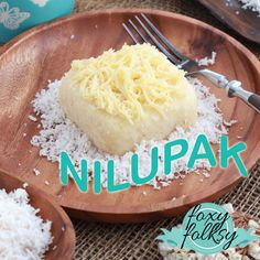 A Filipino delicacy made from cooked cassava, butter, and sugar or sweetened condensed milk. The mixture is then mashed or pounded, hence the name Nilupak which is Tagalog of pounded. Easy Filipino Recipes, Filipino Dishes, Filipino Desserts, Cuban Recipes, Filipino Food, Rice Cake Recipes, Vegan Dessert Recipes, Cooking Recipes, Cassava Recipe