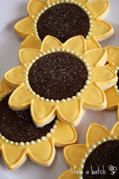 Sunflower Cookies, by Nicole Cleghorn Summer Cookies, Fall Cookies, Iced Cookies, Cut Out Cookies, Cute Cookies, Royal Icing Cookies, Cupcake Cookies, Cookies Et Biscuits, Cookie Favors