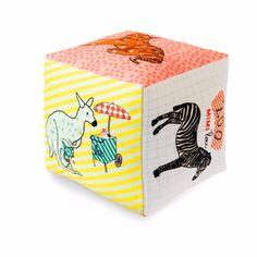 mimi lou - A medida que van creciendo aumenta su curiosidad  y empiezan a descubrir formas y colores con juguetes blanditos que suenan al apretarlos y estimulan su sentido del tacto.  Los peluches les acompañan todas las noches en su cuna.