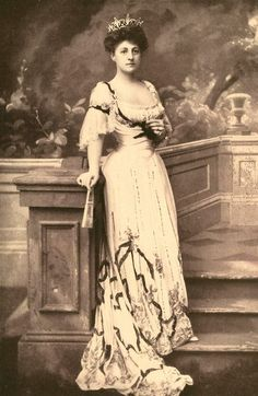 Grace Graham Wilson Vanderbilt, aunt of May Goelet and the last Vanderbilt to serve as the hold the family position of Head of Society. She eloped with Cornelius Vanderbilt III, resulting in a long estrangement between father and son. Grace and Niely didn't care and remained married (and presumably in love) for the rest of their lives.