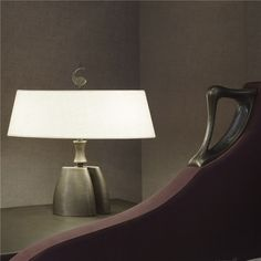 Promemoria, made in Italy: Misultin table lamp, project by Romeo Sozzi. Table lamp with dimmer on the cable. Hammered bronze structure. Oval or cone linen/cotton or silk lampshade with handsawn edge, methacrylate diffusers. #piso18casa #masaryk #promemoria #luxury #luxurylifestyle #qualitybrand #beautifullifestyle #madeinitaly #italiandesign #contemporarydesign #contemporaryinteriors #contemporary #modern #modernfurniture #moderndesign #moderninteriors #luxuryfurniture #interiordesign…