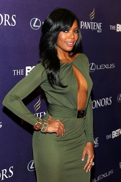 Gabrielle Union looked absolutely amazing in that sexy army green evening gown on the red carpet at the BET Honors. Work it, lady! Gabrielle Union, Long Wavy Hair, My Hairstyle, Black Girls Rock, Black Women Hairstyles, Short Hairstyles, Weave Hairstyles, Look At You, Beautiful Black Women