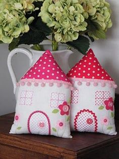 house cushions Choosing the perfect cushion - www. bench cushion, baby cushion or sitting cushions Cute Cushions, Cushions To Make, Sewing Projects For Kids, Sewing For Kids, Handmade Crafts, Diy And Crafts, Fabric Crafts, Sewing Crafts, Sitting Cushion