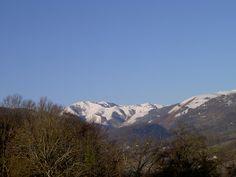 Vue sur les sommets enneigés des Pyrénées