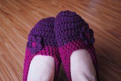 Ravelry: Fitted Slippers pattern by Lorene Haythorn Eppolite- Crochet Crochet Baby, Free Crochet, Knit Crochet, Flower Crochet, Crochet Granny, Booties Crochet, Crochet Slippers, Crochet Slipper Pattern, Crochet Patterns
