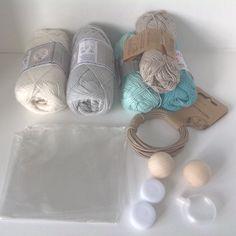 PÅSKEFERIE Så er det blevet tid til at eksperimenterer med en lille ny ting. Rigtig god påskeferie til jer alle #hækle #hæklet #hækling #haekle #crochet #nyide #bomuldsgarn #amigurumi  #babylegetøj by mormorshaekleliv