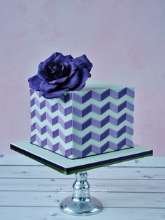 Fondant Cake with Geometric Pattern and Blue Rose. Pretty Cakes, Cute Cakes, Beautiful Cakes, Amazing Cakes, Modern Cakes, Unique Cakes, Creative Cakes, Fondant Cakes, Cupcake Cakes