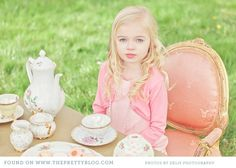 heartbeatoz:    (via Alice in Wonderland Family Shoot | The Pretty Blog)