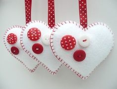 Buttony Heart Felt Decorations - set of 3 Valentine Crafts, Christmas Projects, Holiday Crafts, Valentines, Christmas Sewing, Handmade Christmas, Christmas Crafts, Felt Christmas Decorations, Felt Christmas Ornaments