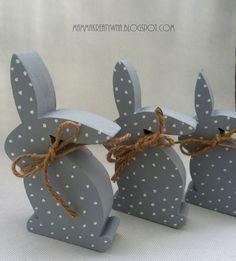 Ręcznie malowane króliczki. Ozdoba do domu. Handmade painting bunnies. www.mammakreatywna.blogspot.com