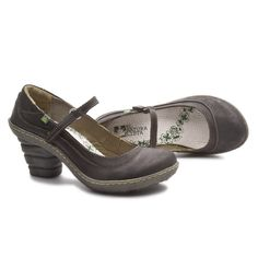 This Mery Janes are sooo comfortable! You will enjoy every step with this shoe... N760 Dome line http://shop.elnaturalista.com/index.php?country=ES