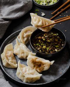 Gyozas de cerdo, como prepararlas fácilmente en casa Dim Sum, Dumplings, My Sushi, Carne Picada, Bao, Korean Food, Cravings, Soup, Ethnic Recipes