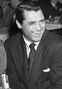 Cary Grant at the Academy Awards dinner on February ZsaZsa Bellagio: gentlemen Hollywood Icons, Golden Age Of Hollywood, Vintage Hollywood, Hollywood Stars, Classic Hollywood, Vintage Vogue, Hollywood Glamour, Cary Grant, Becoming An American Citizen