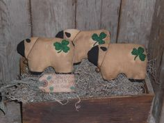 I hope that you are all ready to eat some corned beef and cabbage for your primitive St Patrick's Day! You may even have some plans of washing it all down with some green beer!Let me help you out with some primitive St Patrick's Day decorating ideas. Primitive ornies and flatties!First I have primitive sheep. They have a cute little shamrock hand sewn on their backside! I also made these sheep reversible! After St Patrick's Day you can simply turn them around and use them all year long.