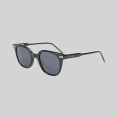 Thom Browne cool sunglasses in a classic yet fashionabel Thombrowne