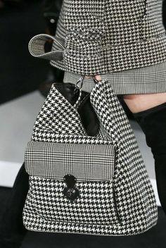 Ralph Lauren Printemps/été 2018 New York Womenswear Handbags On Sale, Luxury Handbags, Fashion Handbags, Fashion Bags, Fashion Backpack, Womens Fashion, Fashion Mode, Fashion Jewelry, Ralph Lauren