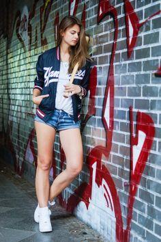 Yankees  #whaelse #fashionblog #modeblog #streetstyle #fashion #inspiration #outfit #majesticathletic #sporty #sport #tricot #oneteaspoon #baseball #sneaker #nike #airforce1