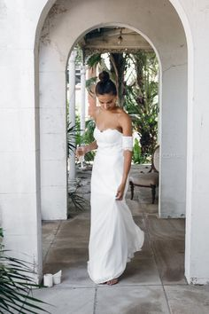 Our personally designed Hyacinth Maxi Dress in Ivory was created for that bride who doesn't want the fuss. It's simple slip, delicate lace detail and off shoulder sleeves look stunning on their own. With bra cup inserts the bodice sits effortlessly complimenting the waist line. This dress is perf...