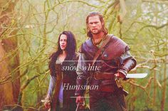 Kristen Stewart stars as Snow White and Chris Hemsworth stars as The Huntsman in Universal Pictures' Snow White and the Huntsman - Movie still no 32 Chris Hemsworth, Kristen Stewart, Huntsman Movie, Snow White Huntsman, Snow White Pictures, Snowwhite And The Huntsman, Costume Blanc, Critique Film, Colleen Atwood
