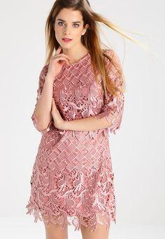 1d4809ff62 Little Mistress Petite Sukienka koktajlowa - apricot za 409 zł (09.01.18)  zamów