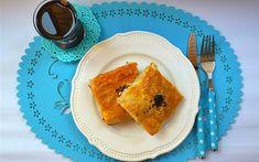 Baklavalık Yufkadan Tepsi Börek Tarifi - Tarif Defteri Cornbread, French Toast, Breakfast, Ethnic Recipes, Food, Millet Bread, Morning Coffee, Essen, Meals