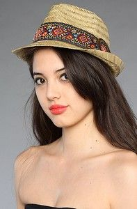 """These classic <a href=""""http://www.livinginjapan.info/vintage-hats/vintage-fedora-hats-easy-to-wear-adds-color-to-your-look/"""">Vintage Mens fedora hats</a> are seriously distinctive accessories that are straight away recognizable having its lengthwise crease down the crown and pinched in the front on both sides. Originally manufactured from felt, it was actually vastly popular within the 1930s, as seen on New York gangsters along with their pinst"""