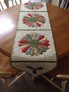 Christmas runner with Dresden plate motif