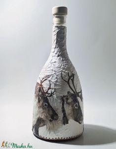 Rénazarvas italosüveg pálinkás üveg boros üveg díszüveg vadászoknak erdészeknek szarvas motívummal karácsonyra. (Biborvarazs) - Meska.hu Deer Decor, Vase, Bottle, Home Decor, Decoration Home, Room Decor, Flask, Vases, Home Interior Design