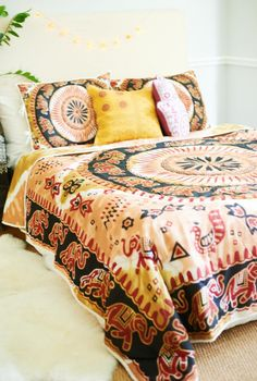 Tie Dye Elephant 3 Piece Quilt and Sham Set - Full/Queen.