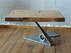 tavolo da fumo con base in ferro di recupero e piano in fine tavole di castagno spessore 5 cm, assemblate mediante grappe costruite per l'occasione