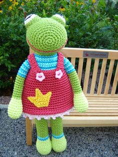 Crochet Frog Princess. this is one of those, MUST FIGURE OUT patterns!!