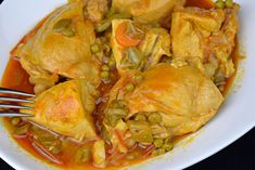 Gardener chicken with vegetable sauce. Recipes for couple - Recetas Para Cocinar Postres Sauce Recipes, Chicken Recipes, Food Cravings, Food To Make, Curry, Snacks, Meat, Ethnic Recipes, Gourmet