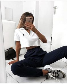 💙 TRENDBLOG 💙 - is the worlds first fashion network where everyone can equally participate in creating future fashion trends. Rate others Moda Outfits, Chic Outfits, Trendy Outfits, Fashion Outfits, Sporty Outfits, Sporty Fashion, Lazy Outfits, Night Outfits, Fashion 2020