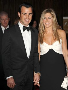Jennifer Aniston and Justin Theroux celebrate engagement with their 'Friends'
