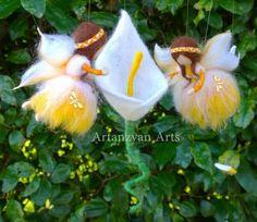 Weiße und gelbe Calla Lily Fairy Mobile Waldorf von ArtanzyanArts