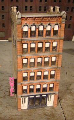 HO Scale Building Lunde McAdam Built Weathered Structure with Lighted Signs | eBay