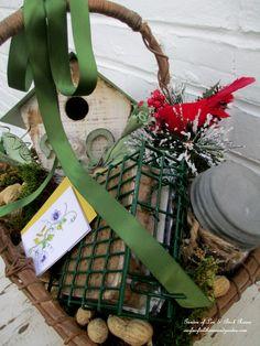 Bird Lover's Basket ~ Gifts for Gardeners http://ourfairfieldhomeandgarden.com/diy-gifts-for-the-gardener/