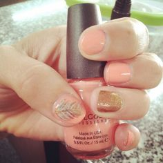 Peach and gold cute summer nail art with feather. #nails #nailart #manicure