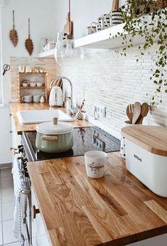 Boho Kitchen, Home Decor Kitchen, Kitchen Interior, Home Kitchens, Kitchen Ideas, Cute Kitchen, Kitchen Taps, Summer Kitchen, Kitchen Trends