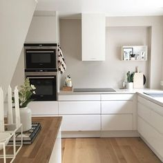 Pinning for the draw pulls, no silver just white, love the no handles. Dyi Kitchen Ideas, Kitchen Decor, Voxtorp Ikea, Straight Kitchen, White Kitchen Inspiration, Interior Inspiration, Kitchen Drawing, Kitchen Pictures, Kitchen Cabinetry