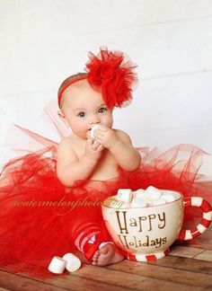 This is such a cute idea for holiday pictures Baby Christmas Photos, Xmas Photos, Christmas Mini Sessions, Holiday Pictures, Christmas Minis, Babies First Christmas, Family Christmas, Christmas Tutu, Thanksgiving Holiday